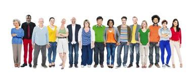 小组不同种族的不同的五颜六色的人民 免版税库存照片