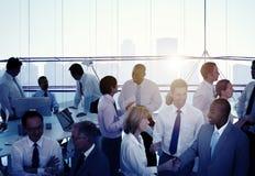 小组不同种族的不同的繁忙的商人 免版税库存照片