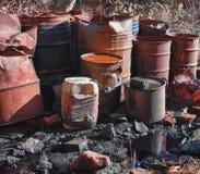 小组与有毒废料的桶 免版税图库摄影