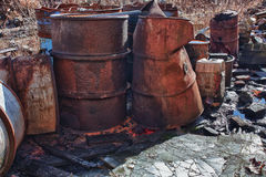 小组与有毒废料的桶 免版税库存图片