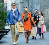 小组与购物袋的成人 库存照片