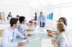 小组业务会议在办公室 免版税图库摄影