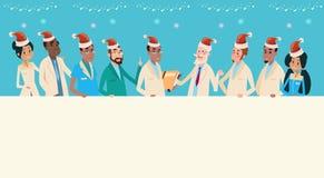 小组中间Team Wear圣诞老人医生帽子圣诞快乐和新年快乐横幅 免版税库存照片