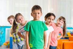 小组五个学龄前儿童 免版税库存照片