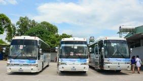 小组五颜六色的汽车等待对新的旅行在西贡 免版税库存照片