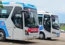 小组五颜六色的汽车等待对新的旅行在西贡 免版税图库摄影