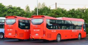 小组五颜六色的汽车等待对新的旅行在西贡 免版税库存图片