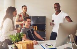 小组年轻企业家在会议 库存图片