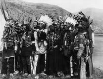 小组传统服装的美国本地人(所有人被描述不更长生存,并且庄园不存在 供应商warranti 图库摄影