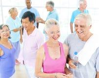 小组健身的健康人 免版税库存照片