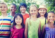 小组儿童微笑的概念 免版税图库摄影