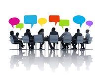 小组分享想法的商人 免版税库存图片