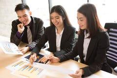 小组办公室工作者在会议 免版税图库摄影