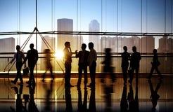 小组办公楼的商人 免版税库存照片