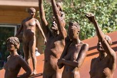 小组古铜色雕象:人的赤裸身体 库存图片