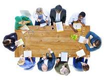 小组商人和医生在会议 库存照片