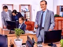 小组商人在办公室 免版税图库摄影