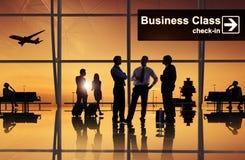 小组商人在机场 免版税图库摄影