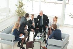 小组商人开会议在办公室 免版税库存照片