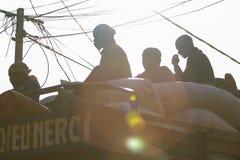 小组在一辆卡车的上面的人在马里 库存图片