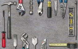 小组在混凝土的使用的工具 免版税库存图片