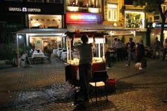 小贩在Karakoy, Bosphorus -伊斯坦布尔 图库摄影