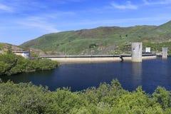 小水坝在一个美好的春日 免版税库存照片