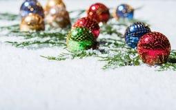 小组多彩多姿的圣诞节装饰品 免版税库存照片