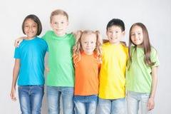 小组多种族滑稽的孩子 库存照片
