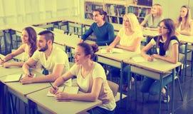 小组大学生在教室 图库摄影