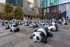 小组大熊猫雕象在成都 库存图片