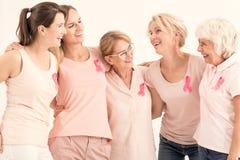 小组妇女拥抱 免版税库存照片