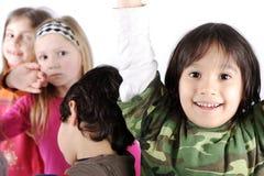 小组嬉戏的孩子 免版税库存图片