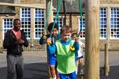 小组学校体育类的孩子 免版税库存照片