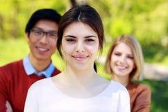 小组学生在公园 免版税图库摄影