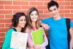 小组学生在校园里 免版税图库摄影