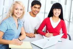 小组年轻学生 免版税库存照片