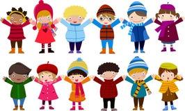 小组孩子和冬天 免版税库存照片
