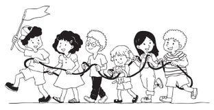 小组孩子演奏绳索火车 免版税库存图片