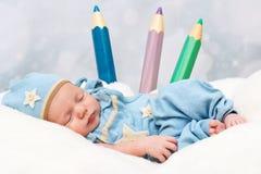小婴孩生与大蜡笔 库存照片