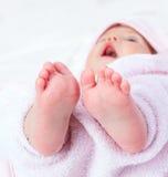 小婴孩的脚 免版税库存照片