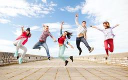小组少年跳跃 免版税库存照片