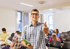 小组微笑的学生在教室里 图库摄影