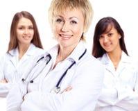 小组微笑的医院同事画象  库存照片