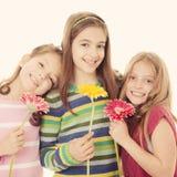 小组愉快的微笑的小女孩 免版税库存照片