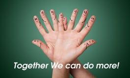 小组愉快的手指面带笑容 图库摄影