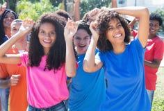 小组愉快的跳舞拉美裔和拉丁语和非裔美国人p 免版税库存图片