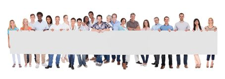 小组有一副空白的横幅的商人 免版税库存图片