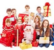 小组有圣诞老人的孩子。 免版税库存图片