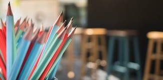 小组有板凳的五颜六色的锋利的铅笔作为被弄脏的背景 图库摄影